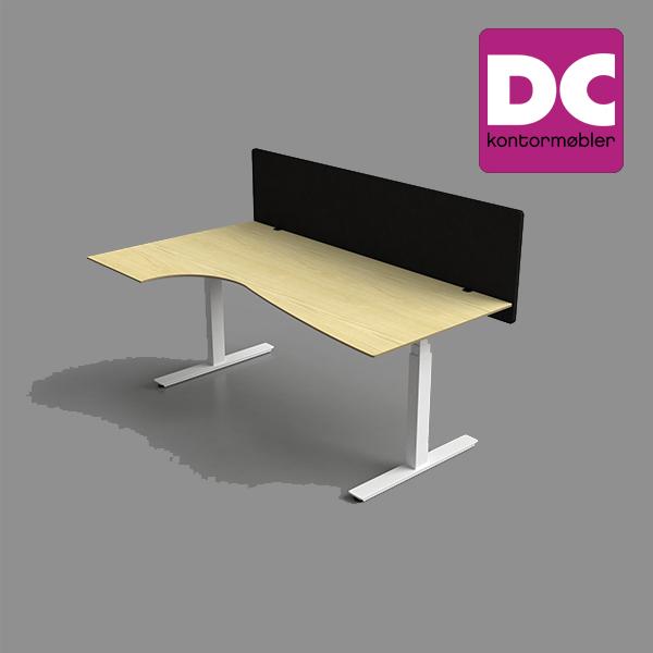 Billede af bord med påsat bordskærm