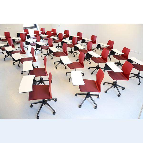 Elevstol med skriveplade