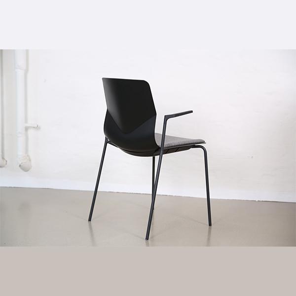 Mødestol med armlæn