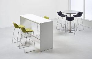 Billede af fuldpolstret barstol med meder