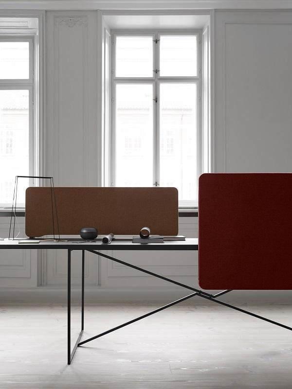 Miljø-billede af bordskærm Edge i andre farver