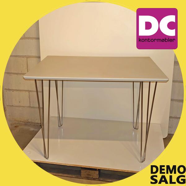 Billede af lille kantinebord, demo salg
