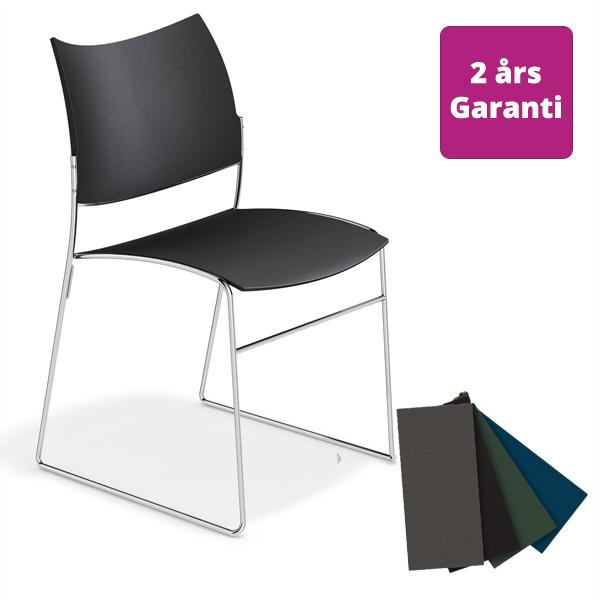 Billede af stol af genbrugsplast i fire farver